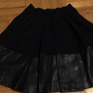 Black skirt with pockets like new